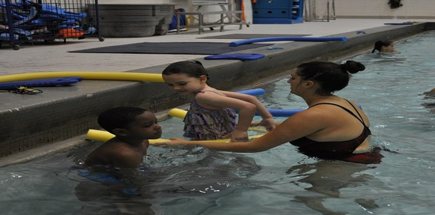 Kids swim lessons facilitated by a Temple student.