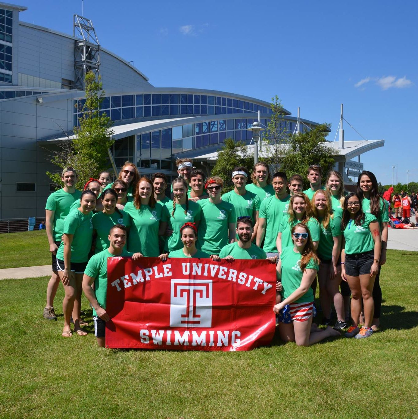 Temple University Swimming Club team picture at Nationals