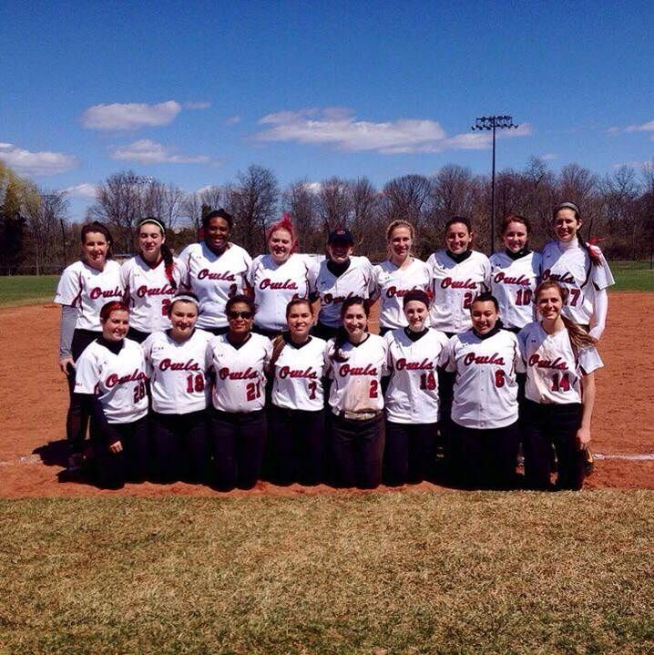 Temple University Softball Club team picture.