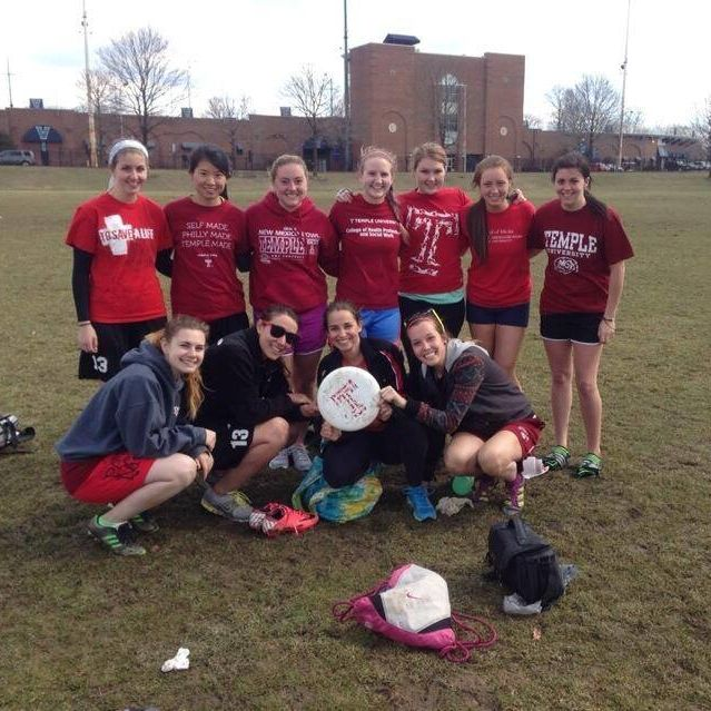 Temple University Women's Ultimate Frisbee Club team picture.